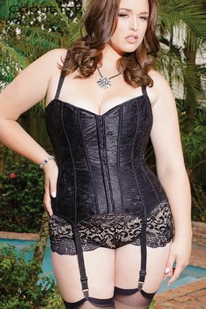 Corset Coquette (grande taille) : Corset traditionnel en satin noir scintillant recouvert d'une fine dentelle florale, pour femme ronde sexy et tr�s f�minine.